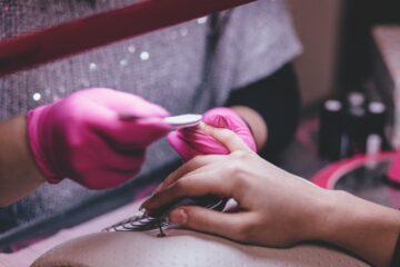 Cursurile de manichiura si pedichiura, un pas important spre transformarea pasiunii noastre in job
