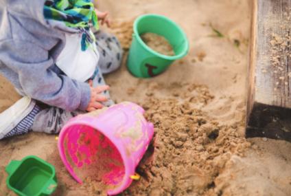 Mersul la grădiniţă de stat vs. la grădiniţă particulară. Ce să aleagă părinţii pentru primii ani de colectivitate ai copilului?